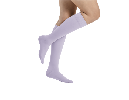 Šviesiai violetinės spalvos kompresinės kojinės iki kelių moterims MAGIC COLORS by Sigvaris